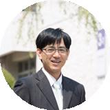 岸 康弘 先生